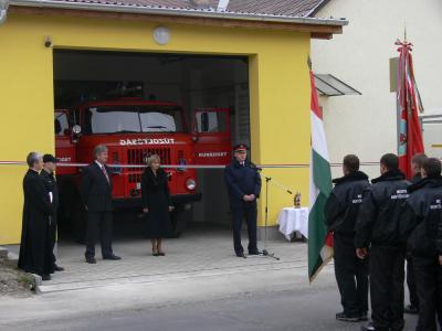 Tűzoltó tároló szín átadás 2011
